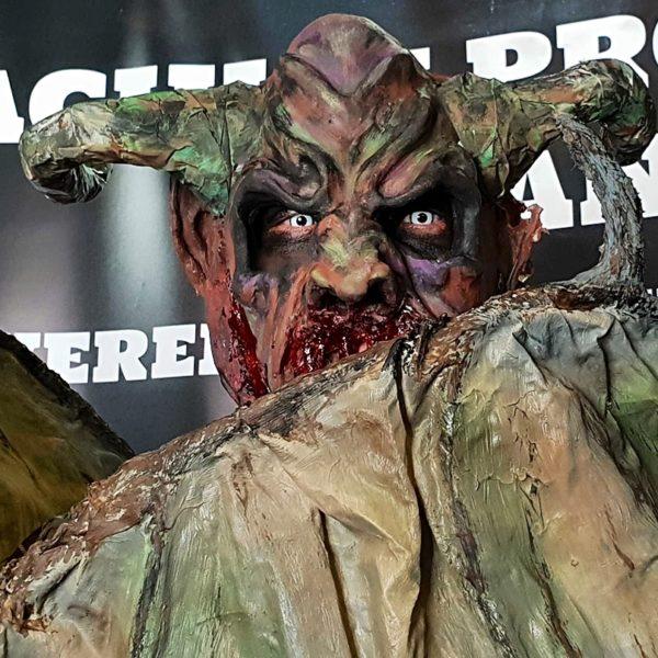 monstru cu coarne machiaj prostetic romania